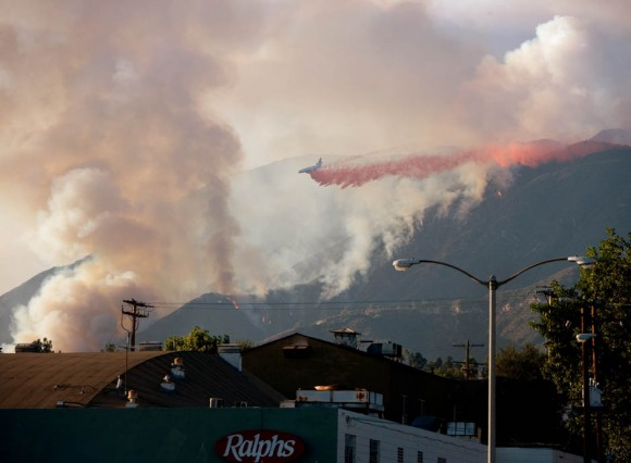 Photo of DC-10 holding the line in Altadena