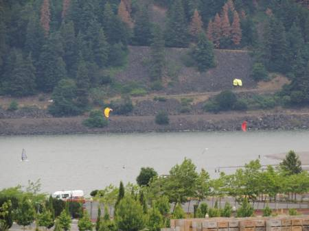 Kitesurfing on Columbia River