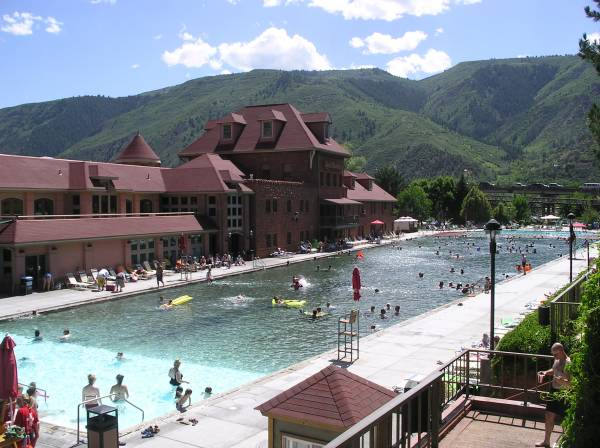 Glenwood hot springs pool world 39 s largest outdoor natural for Biggest outdoor pool