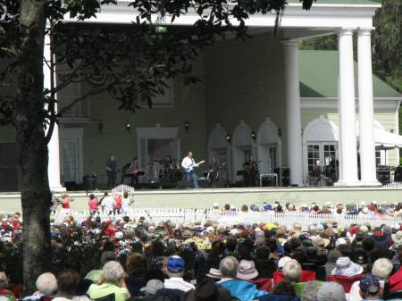 Country pop singer Glen Campbell entertains at Silver Springs
