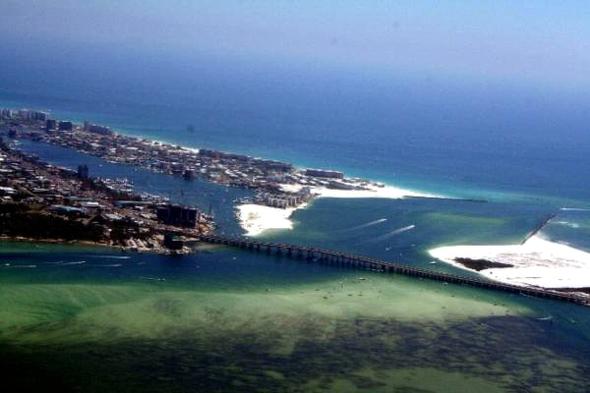 Emerald Green Water Sugar White Beaches Along Highway 98e In Destin Florida
